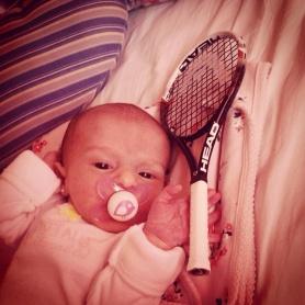 Alfonsina Cuevas y raqueta